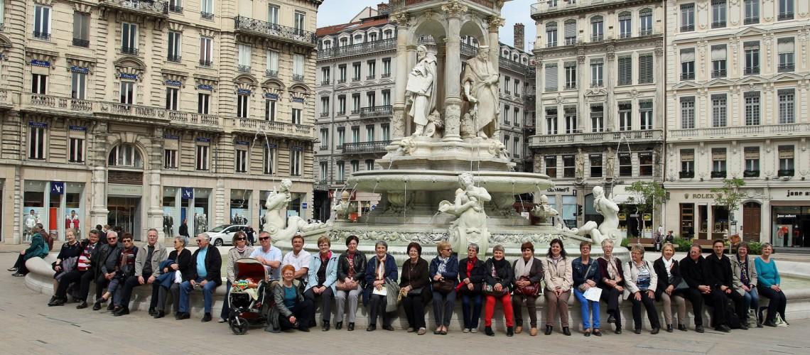 Chorenstra et Dilettante autour de la fontaine des Jacobins à Lyon