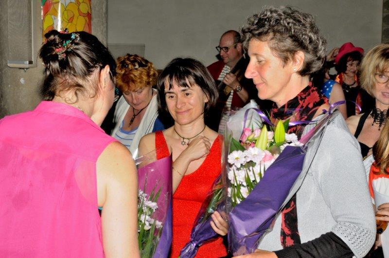 Concert à Genas : Judith, Marie Hélène et Barbara lors de la remise des bouquets